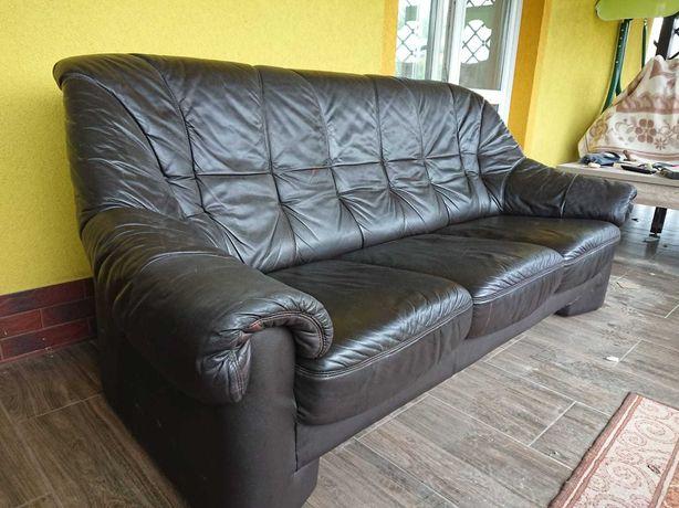 skórzana sofa w kolorze czarnym