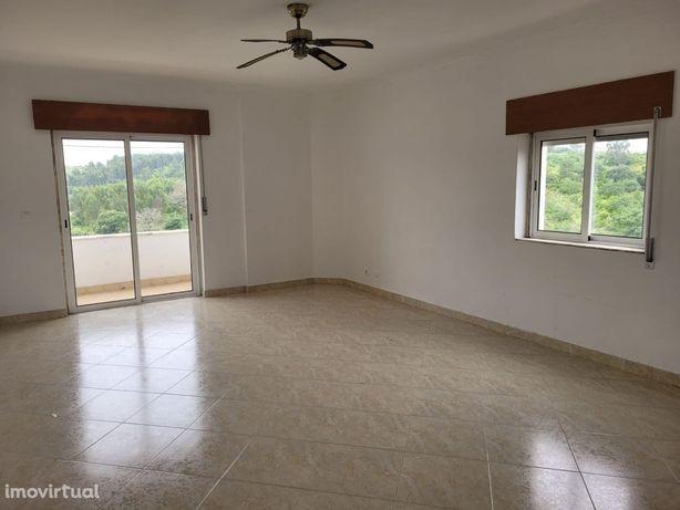 Apartamento T2 no Cacém .