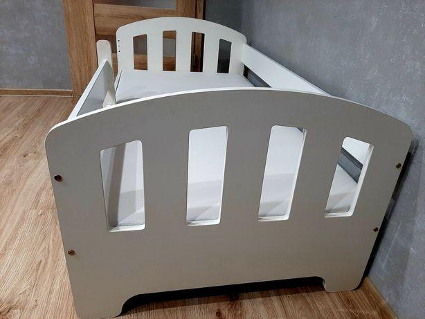 Białe, dziecięce łóżko dla dziecka