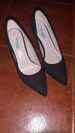 Sapatos pretos salto alto