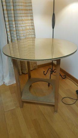 Mesa de madeira com encaixe para braseira
