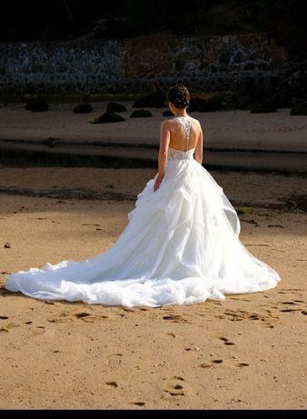 Vestido de noiva tipo Princesa Cosmobella Demetrios 2020