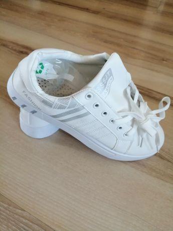 Buty sportowe białe