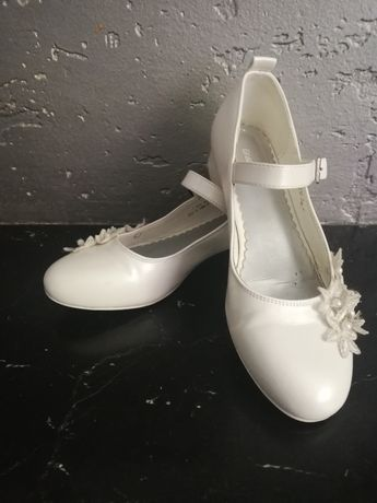 Buty białe, perły,kwiaty- r.35
