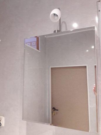 Lustro łazienkowe z półkami