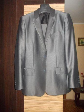Продаю мужской костюм.