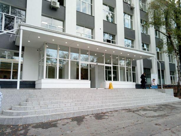 Отличное фасадное помещение с капитальным ремонтом метро КПИ