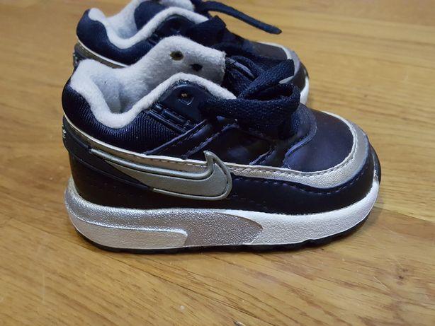 Adidaski Nike buciki rozmiar 18.5