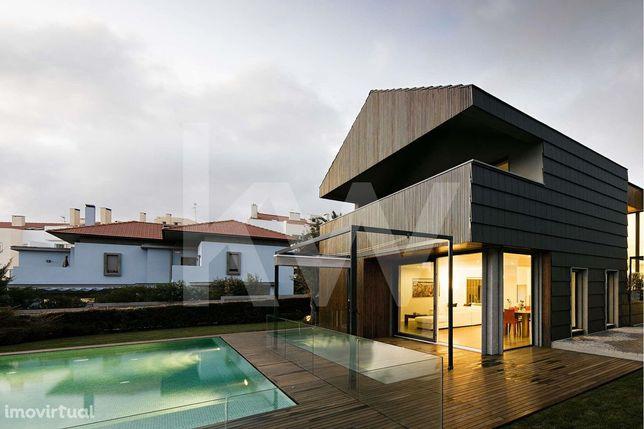 Fantástica Moradia Contemporânea T6 com piscina e ginásio na Parede -