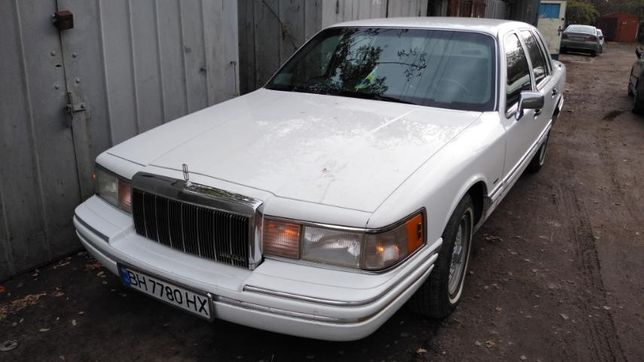 Продам автомобиль Lincoln Town Car