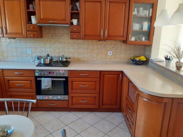 Meble z AGD (lodówka, piekarnik, okap, zmywarka) stół i krzesła