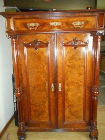 Bieliźniarka szafka zabytkowa w stylu eklektyczbym z kolumnami