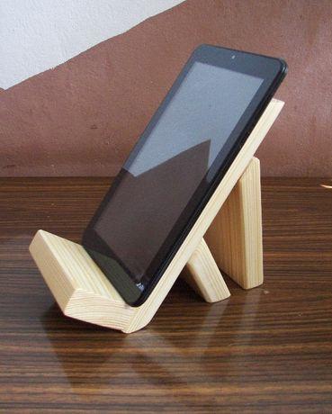 Stojak z drewna na tablet