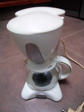 Máquina de café ou chá com filtro