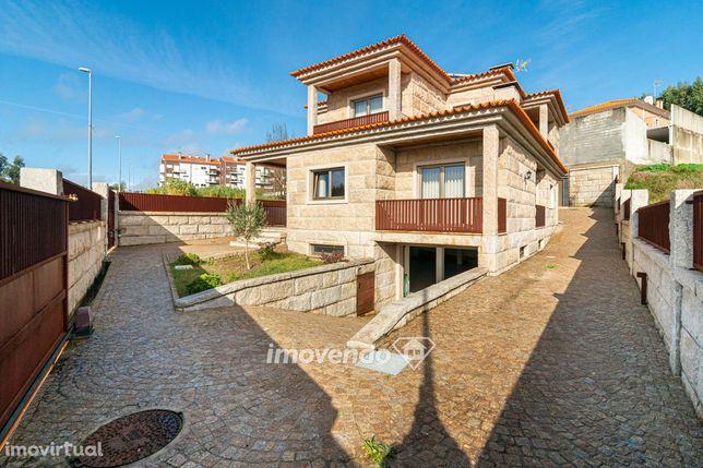 Moradia T4, na Urbanização Vale do Mouro, em Oliveira do Bairro