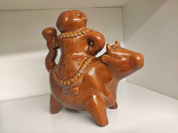 Porcelanowa figurka kobiety na byku