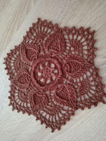Serweta handmade na szydełku brązowa