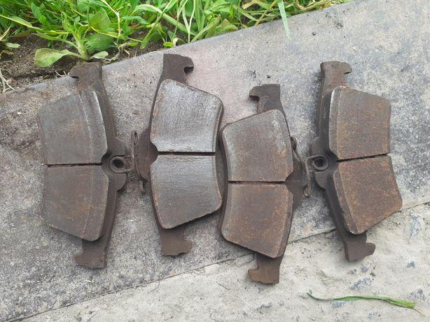 Тормозні колодки форд фокус 2 задні