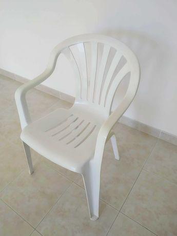 Cadeiras de jardim de plástico com braços