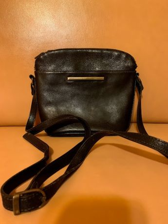 Кожаная сумка на ремешке