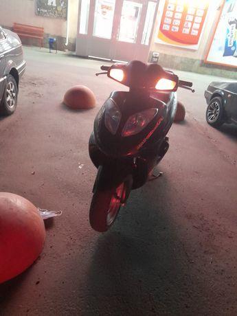 Продам  скутер   цена до 20.10 .2021