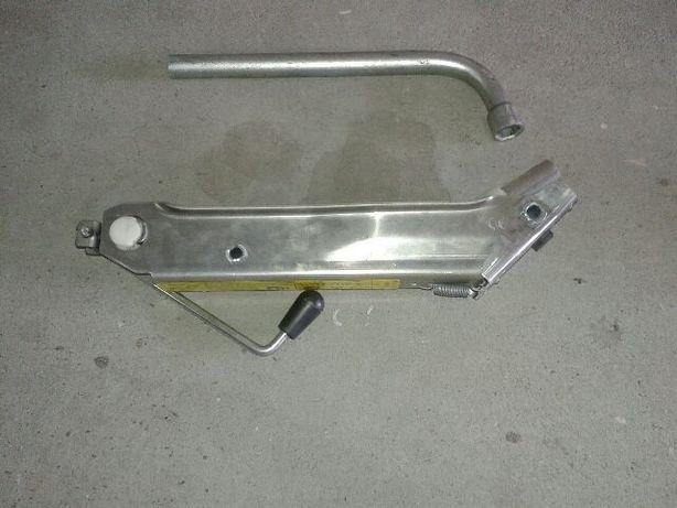 klucz do kół i lewarek do Audi A2