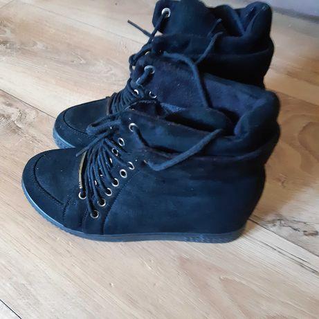 Sneakersy. Botki