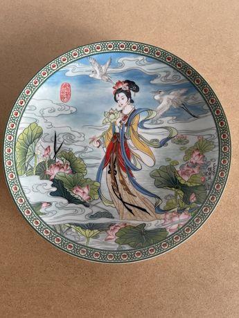 Винтаж: Коллекция фарфоровых тарелок.