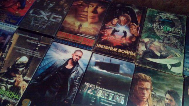 Продам видеомагнитофон! + 24 кассеты в подарок!