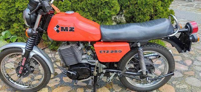 Motocykl MZ ETZ 250