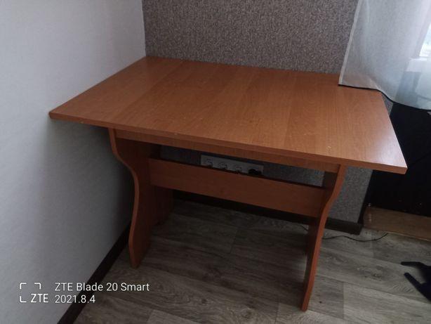 Стол кухонный, на кухню