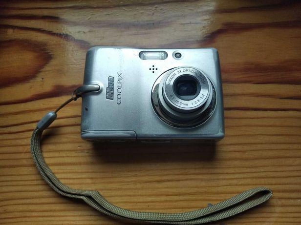 Aparat cyfrowy Nikon Coolpix uszkodzony