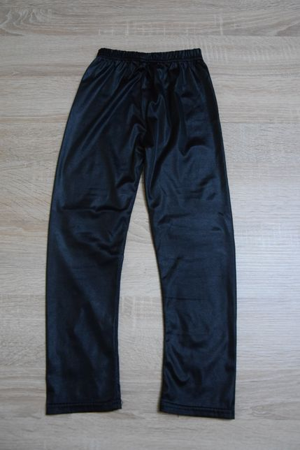 Śliskie legginsy r.104/110