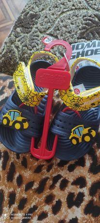 Продам сандалі дитячі