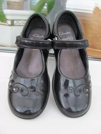 Туфли туфельки туфлі Clarks 11F гарний стан