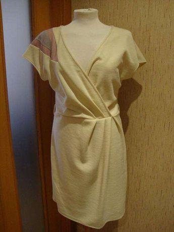 Vestido branco com efeito tipo trespasse no peito