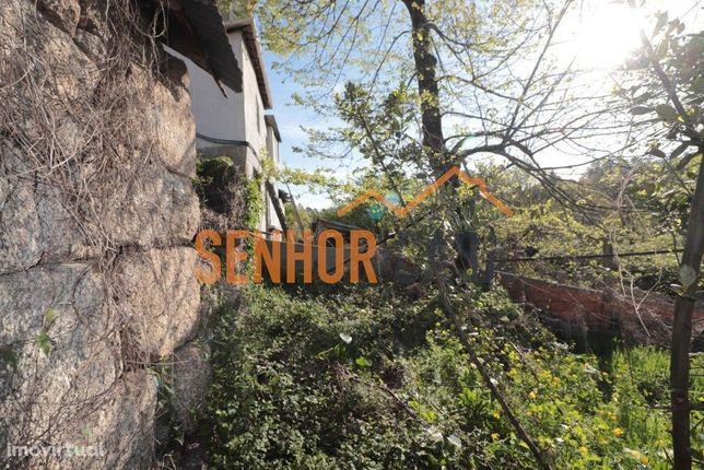 Casa de 2 pisos e sobradada T3 para recuperar, em Moinhos, Lordelo