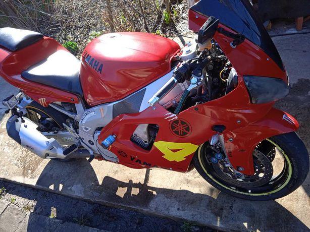 Мотоцикл Ямаха R 1 Yamaxa R1