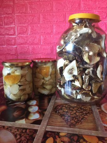 Білі мариновані та сушені гриби