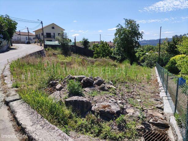 Terreno de construção com 748 m2 em Golães
