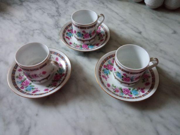 trzy nowe porcelanowe filiżanki do mokka