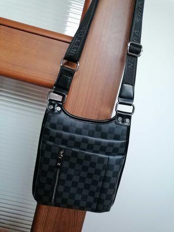 Torebka saszetka na ramię torba na pasku Louis Vuitton