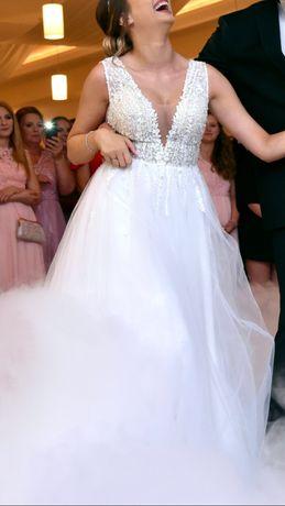 Suknia ślubna rozmiar 36 do tego długi welon