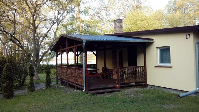 Domek z widokiem na jezioro w Rudnie