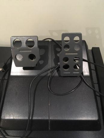 Pedais para jogo de computador