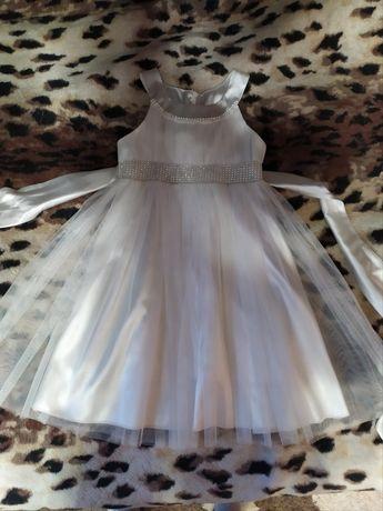 Платье нарядное на девочку 5-6 лет