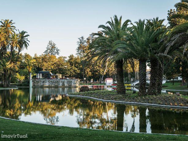 Mimoso estudio (T1) novo c/ varanda junto a jardim Campº Grande