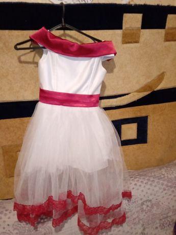 Продам платье нарядное для девочки