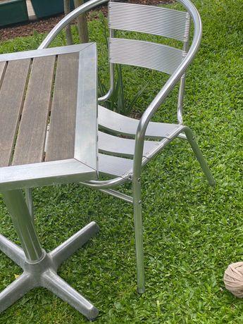 Cadeiras e mesas de jardim