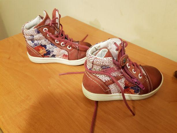 Sprzedam buciki jesienno-zimowe dla dziewczynki rozmiar butów to 22